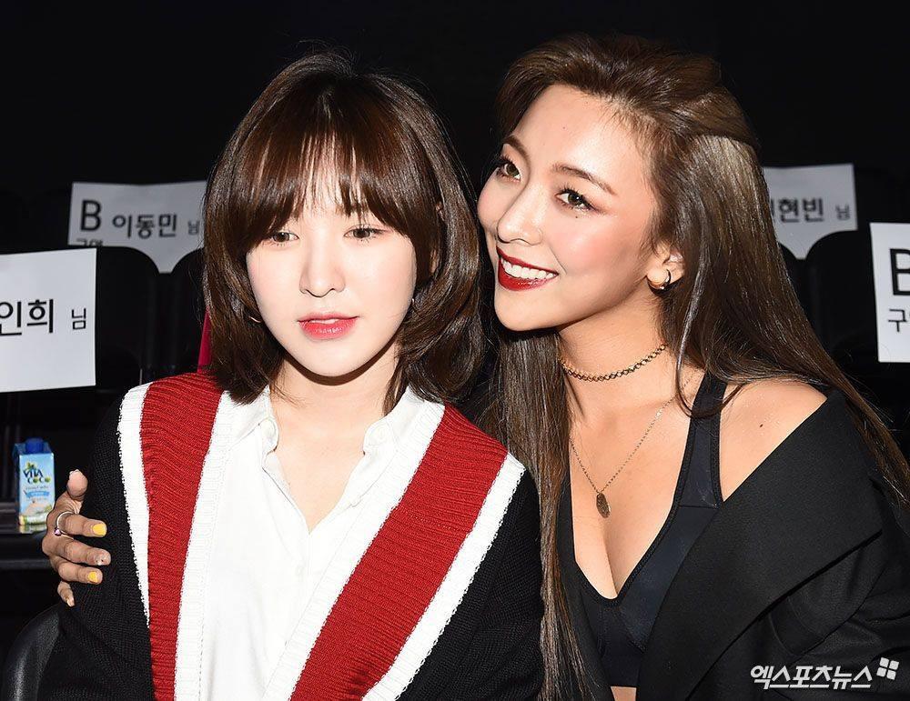 Wendy (Red Velvet) và Luna f(x) trong một khung hình: Cô em thiện lành bao nhiêu, cô chị nhìn gắt bấy nhiêu - Ảnh 1.