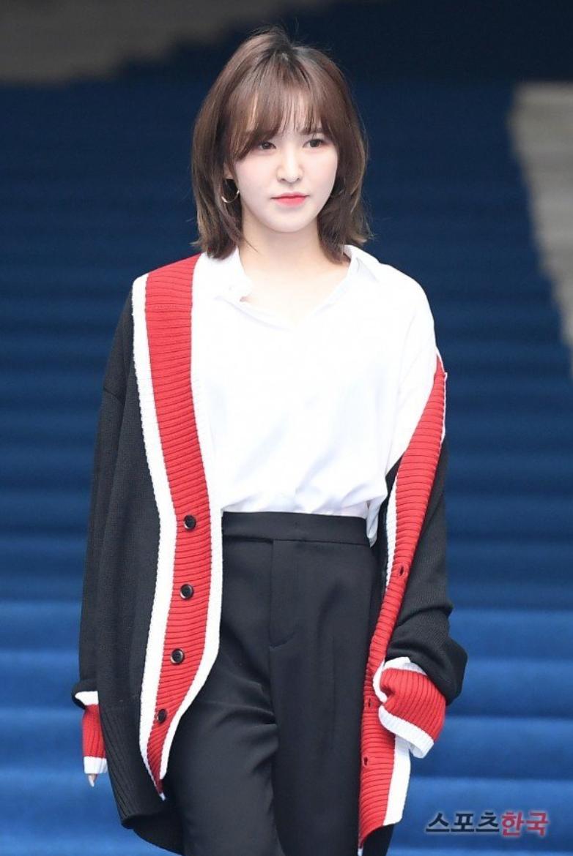 Wendy (Red Velvet) và Luna f(x) trong một khung hình: Cô em thiện lành bao nhiêu, cô chị nhìn gắt bấy nhiêu - Ảnh 5.