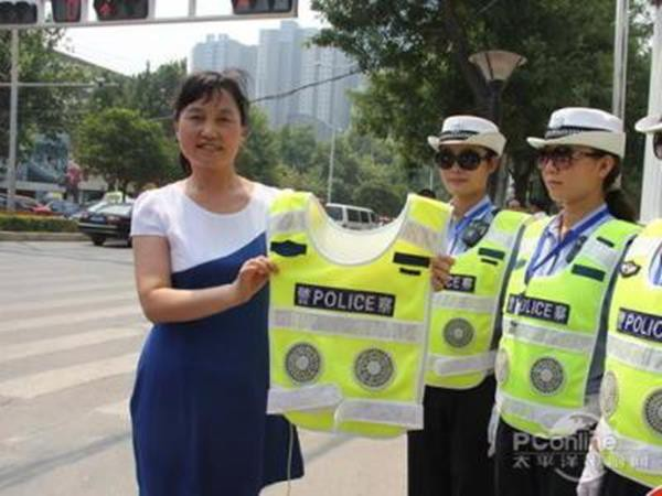 Trời chuyển nắng nóng oi bức, người Trung Quốc rủ nhau mua áo chống nắng gắn quạt điều hòa: Thấy gió mà chẳng thấy mát gì cả! - Ảnh 10.