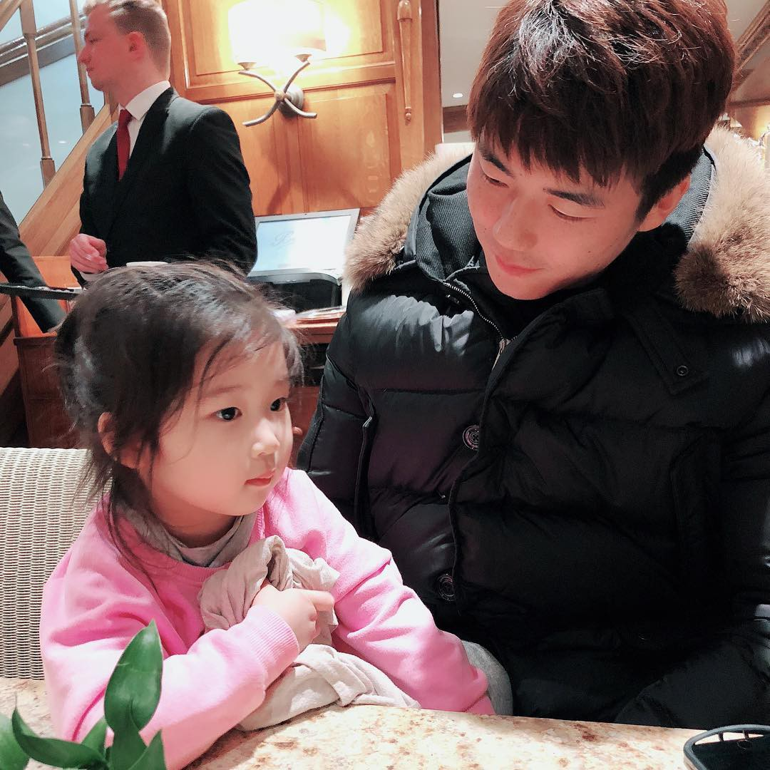 Mỹ nhân Truyền thuyết Jumong và chồng lần đầu khoe mặt con gái: Nhận cơn mưa lời khen vì quá xinh xắn - Ảnh 3.