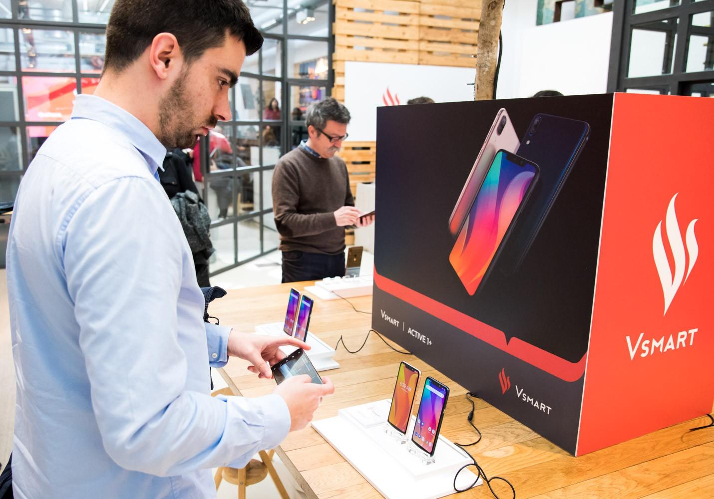 Điện thoại Vsmart chính thức ra mắt tại thị trường Tây Ban Nha, phân phối trên gần 90 cửa hàng - Ảnh 2.