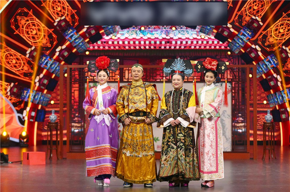 Chùm ảnh xúc động: Hoàng A Mã cùng bà nội Tiểu Yến Tử bất ngờ tái ngộ sau 20 năm phát sóng Hoàn Châu Cách Cách - Ảnh 1.