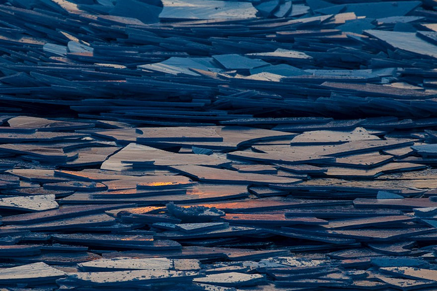 Băng ở hồ Mỹ vỡ thành hàng triệu mảnh, dân mạng băn khoăn: Frozen đời thực hay gì? - Ảnh 3.