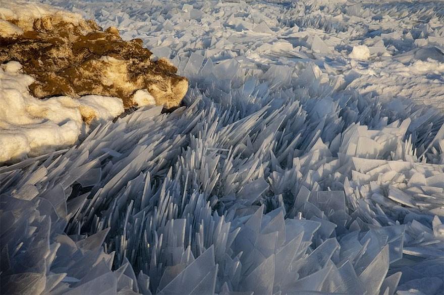 Băng ở hồ Mỹ vỡ thành hàng triệu mảnh, dân mạng băn khoăn: Frozen đời thực hay gì? - Ảnh 5.
