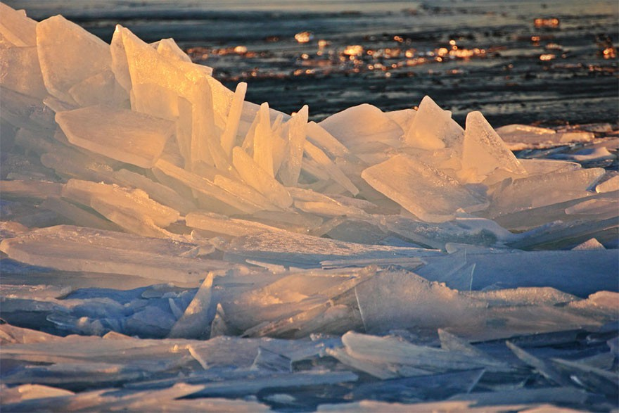 Băng ở hồ Mỹ vỡ thành hàng triệu mảnh, dân mạng băn khoăn: Frozen đời thực hay gì? - Ảnh 8.