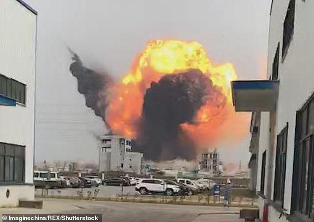 Hiện trường vụ nổ nhà máy hóa chất Trung Quốc, 47 người thiệt mạng - Ảnh 1.