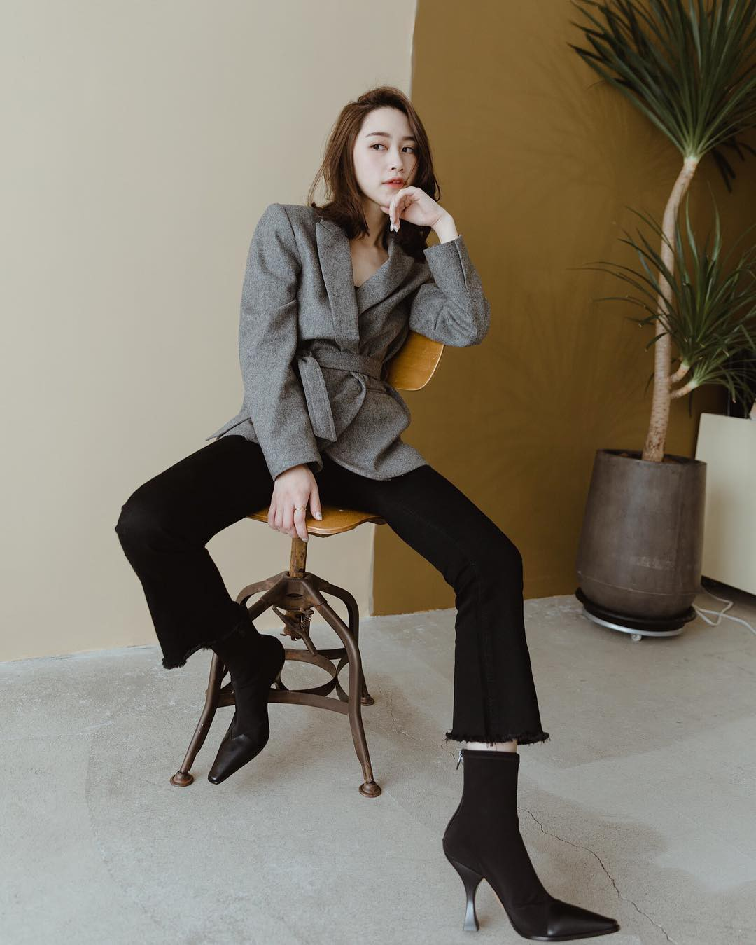 Có đến 4 style khác nhau từ cặp bài trùng quần jeans + blazer phục vụ các chị em công sở - Ảnh 9.