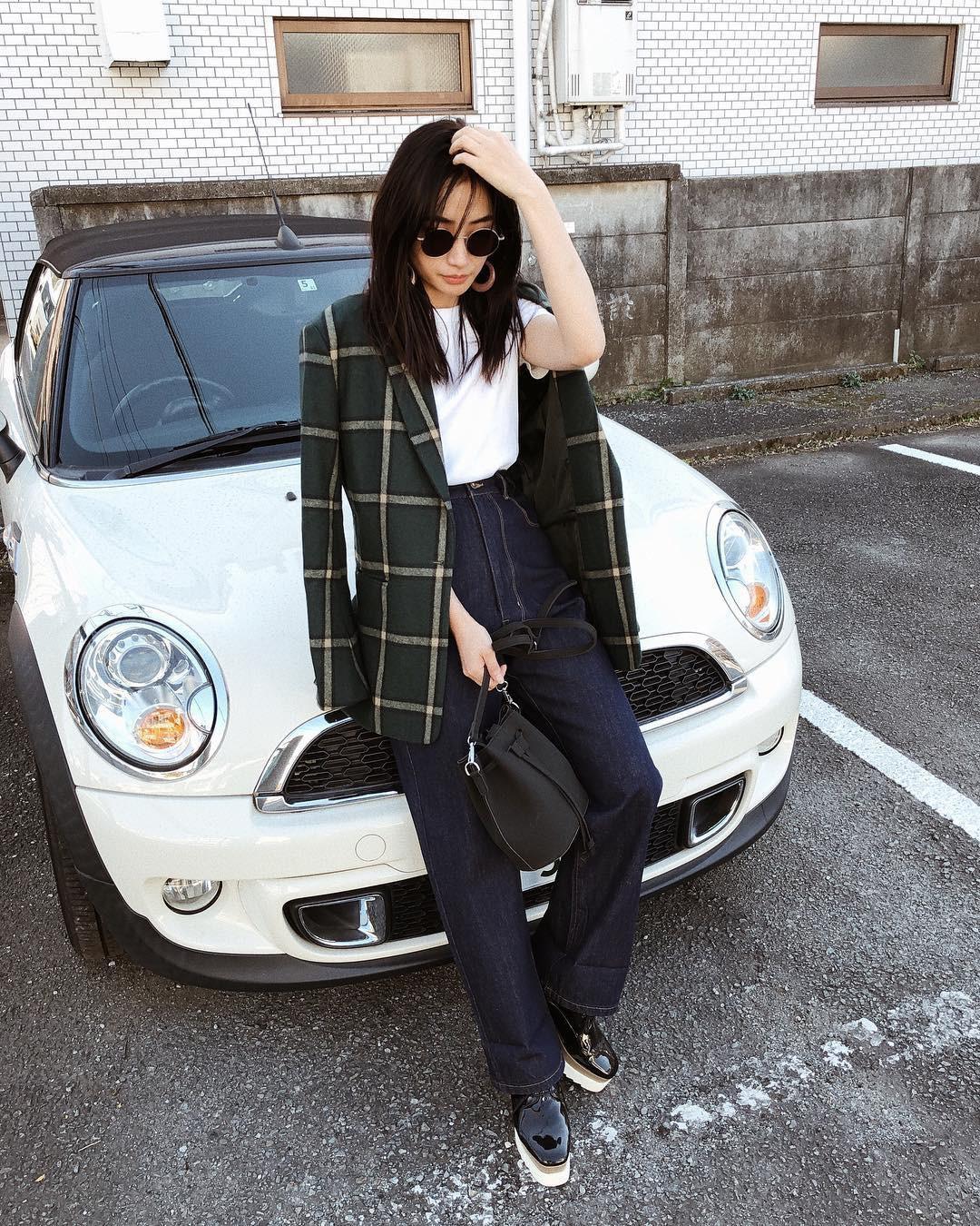 Có đến 4 style khác nhau từ cặp bài trùng quần jeans + blazer phục vụ các chị em công sở - Ảnh 11.