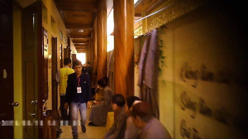Gọi vong ở chùa Ba Vàng: Những cuộc ngã giá trong căn phòng cuối - Ảnh 3.