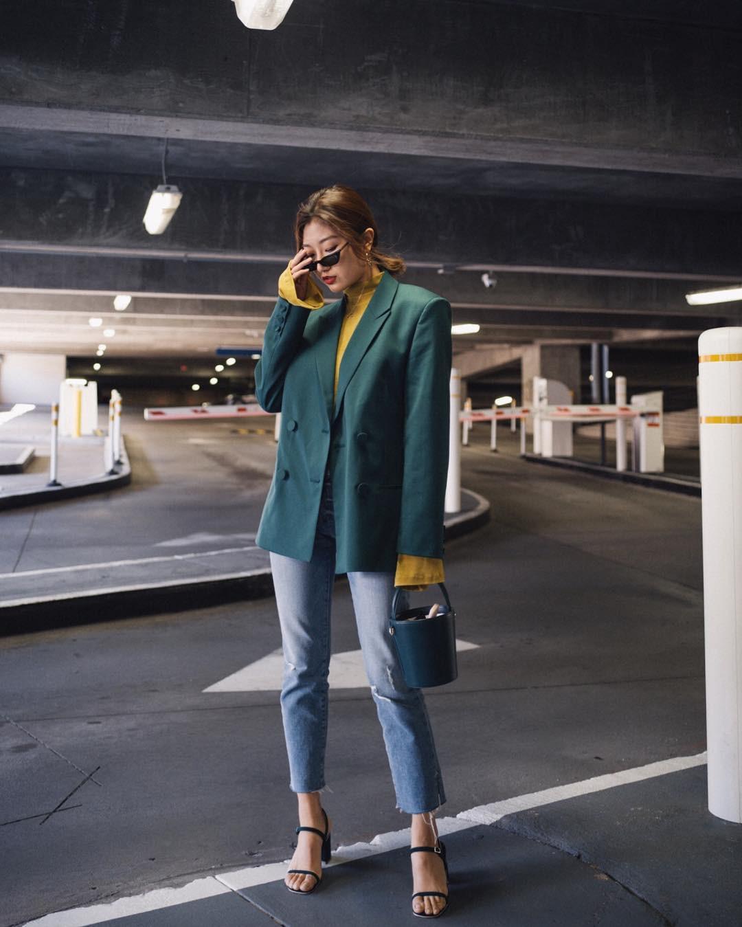 Có đến 4 style khác nhau từ cặp bài trùng quần jeans + blazer phục vụ các chị em công sở - Ảnh 8.