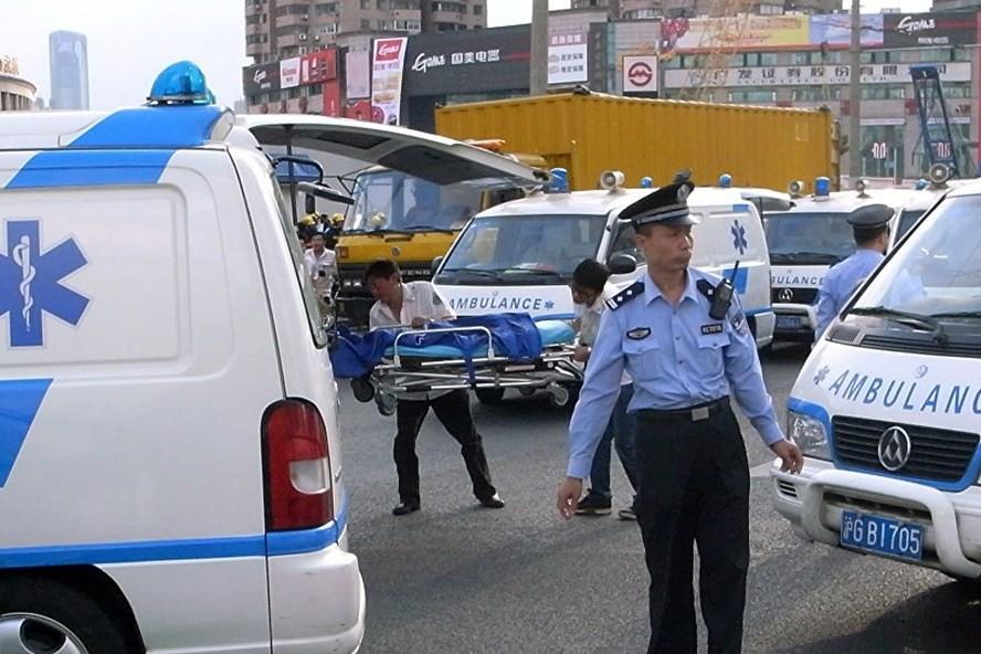 Cảnh sát Trung Quốc bắn chết tài xế đâm xe làm 13 người thương vong - Ảnh 1.