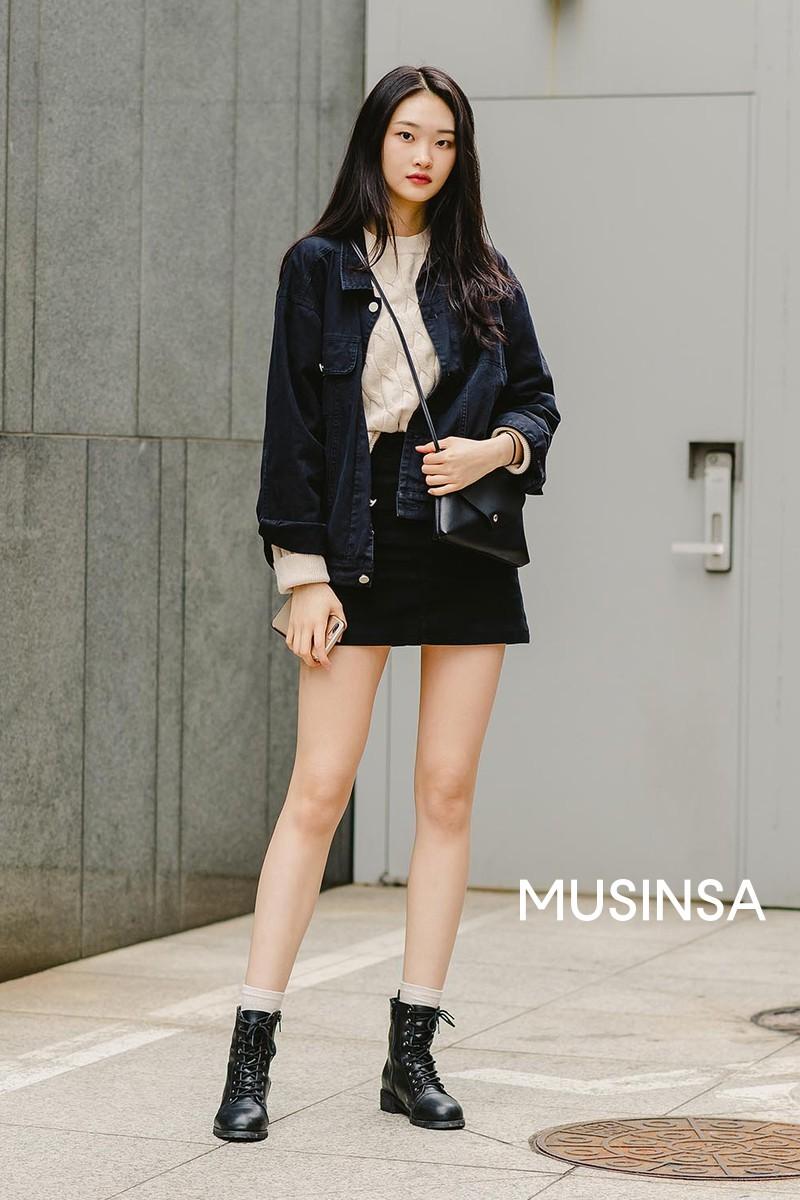 Street style giới trẻ Hàn tuần qua chứng minh đỉnh cao của mặc đẹp chính là lên đồ đơn giản hết cỡ nhưng vẫn đẹp hết nấc - Ảnh 11.