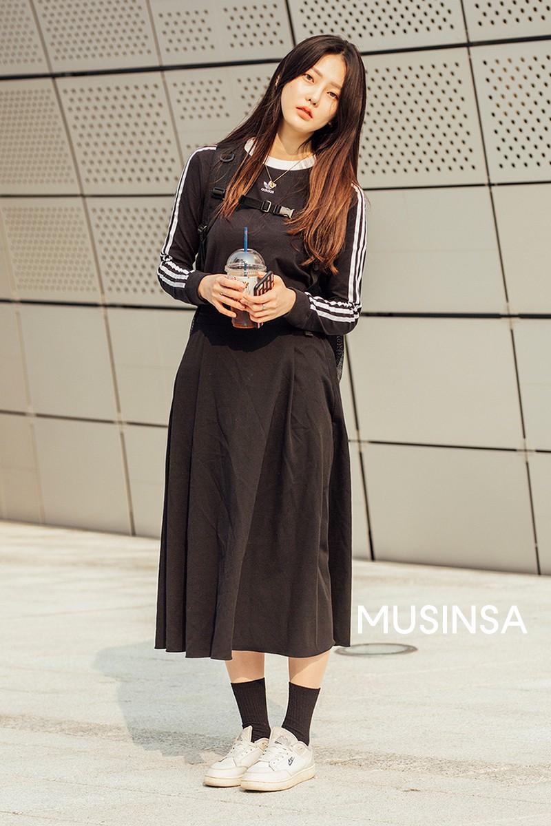 Street style giới trẻ Hàn tuần qua chứng minh đỉnh cao của mặc đẹp chính là lên đồ đơn giản hết cỡ nhưng vẫn đẹp hết nấc - Ảnh 8.