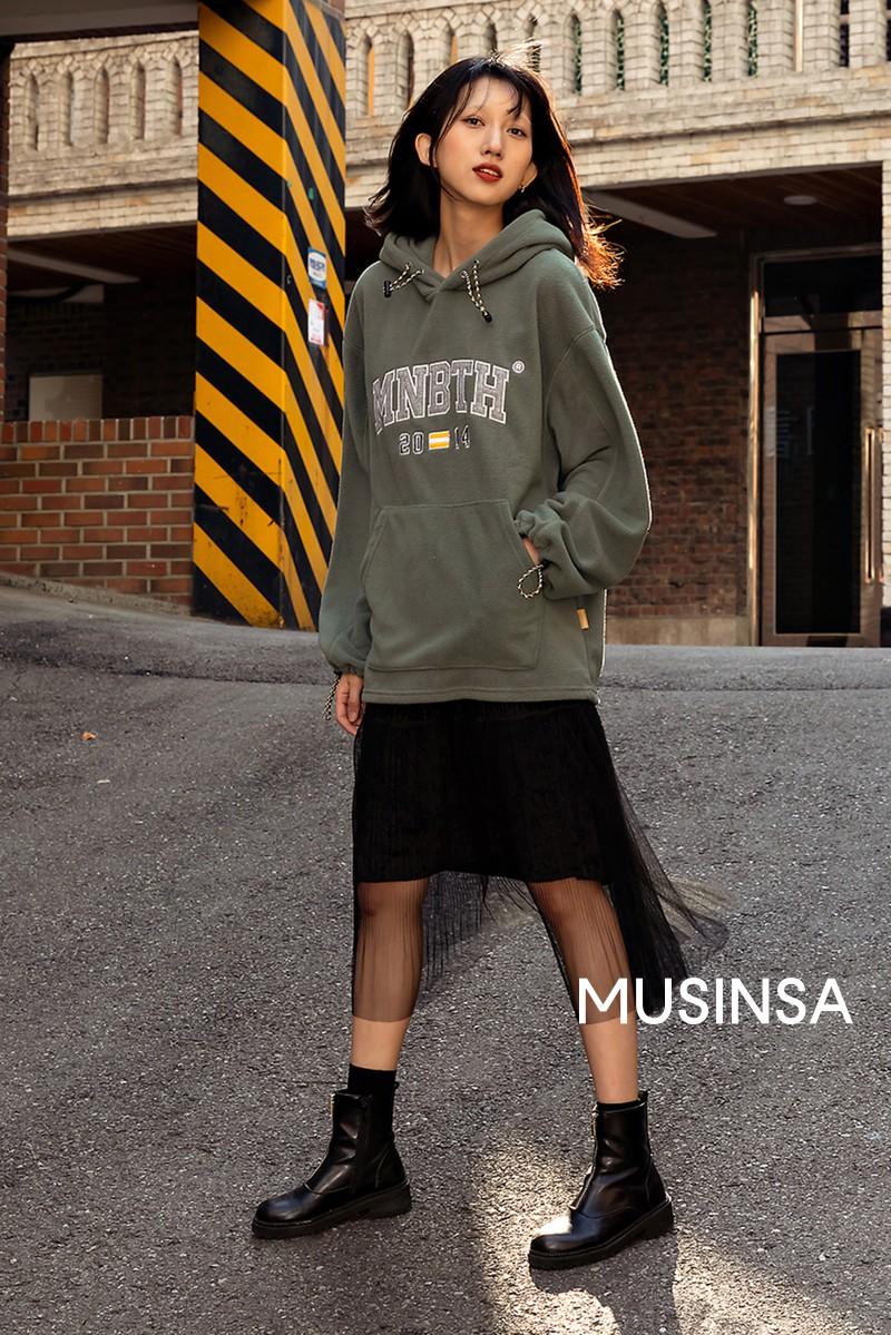 Street style giới trẻ Hàn tuần qua chứng minh đỉnh cao của mặc đẹp chính là lên đồ đơn giản hết cỡ nhưng vẫn đẹp hết nấc - Ảnh 7.
