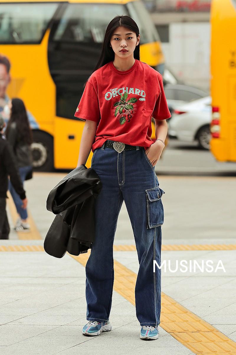Street style giới trẻ Hàn tuần qua chứng minh đỉnh cao của mặc đẹp chính là lên đồ đơn giản hết cỡ nhưng vẫn đẹp hết nấc - Ảnh 6.