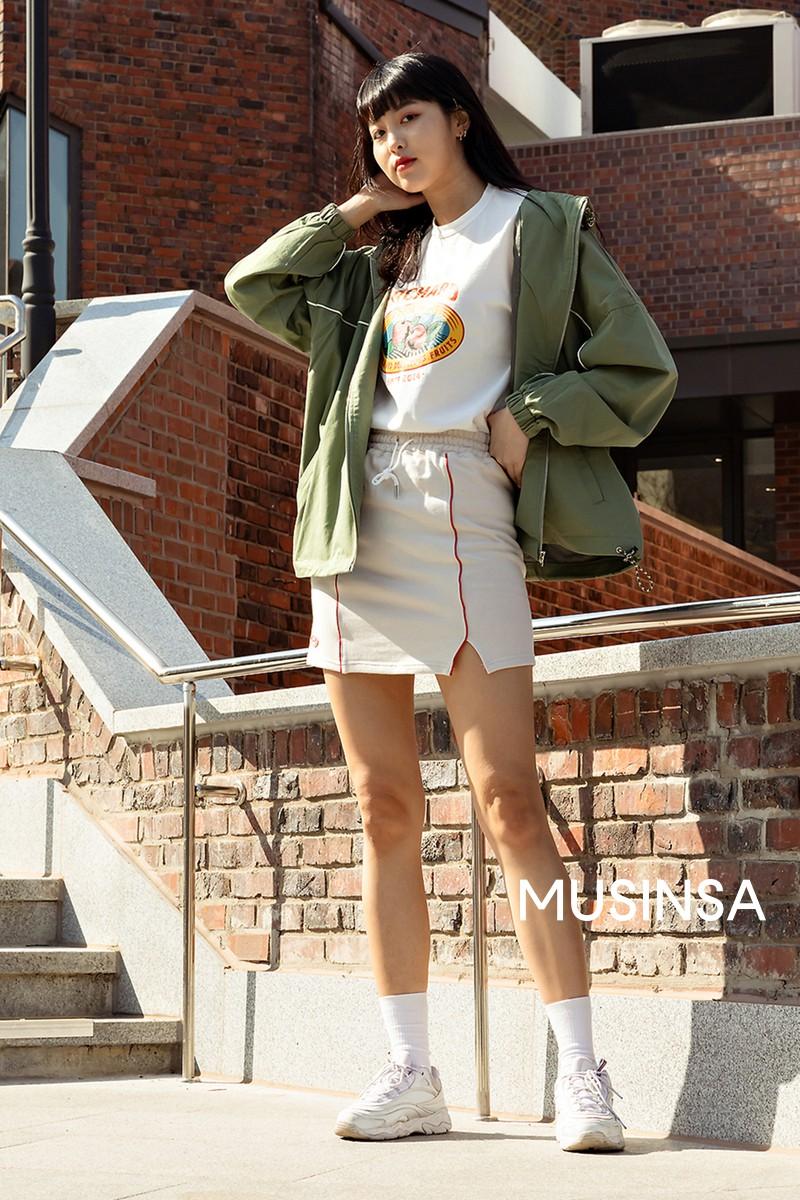 Street style giới trẻ Hàn tuần qua chứng minh đỉnh cao của mặc đẹp chính là lên đồ đơn giản hết cỡ nhưng vẫn đẹp hết nấc - Ảnh 9.
