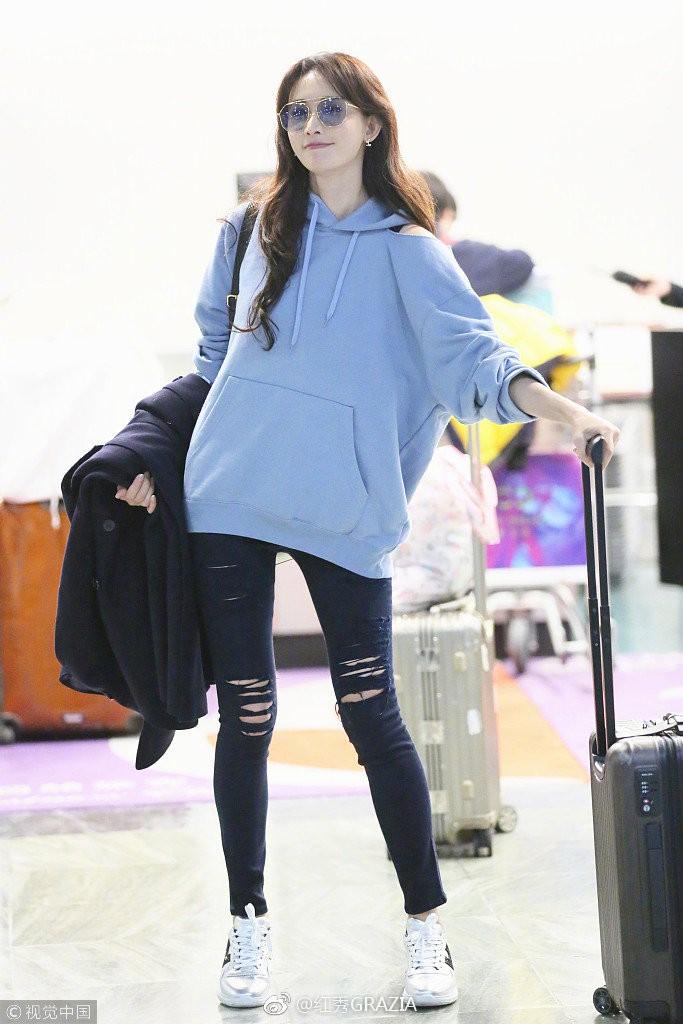 Lấn át cả Dương Mịch, Đường Yên, sao nữ kém tên tuổi này được netizen nhận xét là có body đẹp nhất khi diện áo nỉ oversize - Ảnh 4.