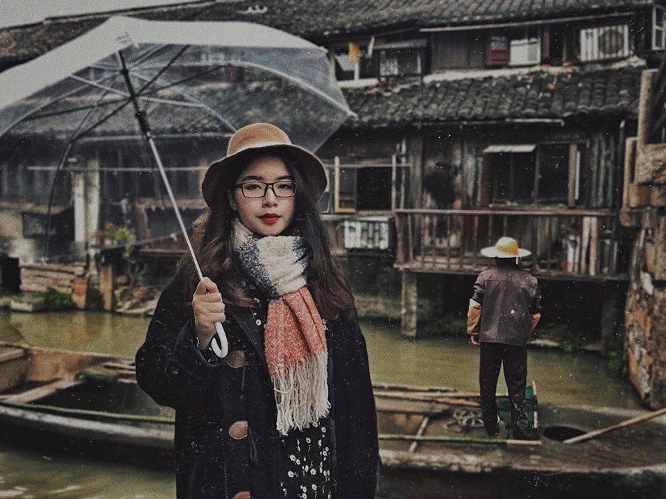 Đi du lịch một mình mà vẫn muốn có ảnh đẹp? Đọc ngay loạt bí kíp tự chụp đỉnh cao của cô nàng thực tập sinh tại Trung Quốc nhé! - Ảnh 1.