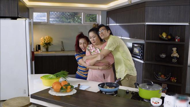 Bó tay bái phục với 4 cao chiêu của các bà mẹ tánh kỳ trên màn ảnh Việt - Ảnh 4.