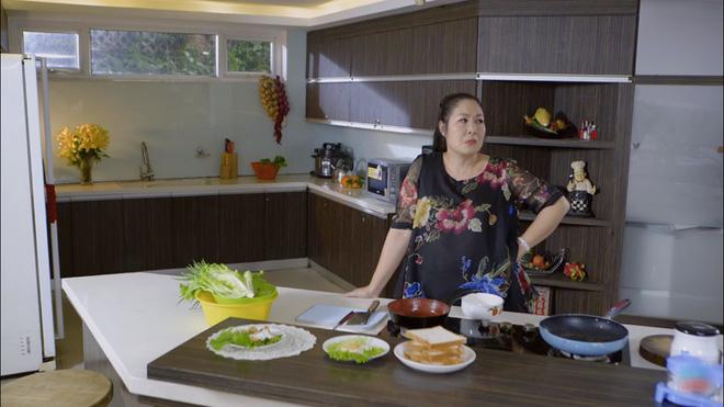 Bó tay bái phục với 4 cao chiêu của các bà mẹ tánh kỳ trên màn ảnh Việt - Ảnh 2.