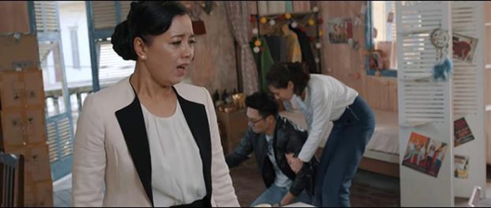 Bó tay bái phục với 4 cao chiêu của các bà mẹ tánh kỳ trên màn ảnh Việt - Ảnh 7.