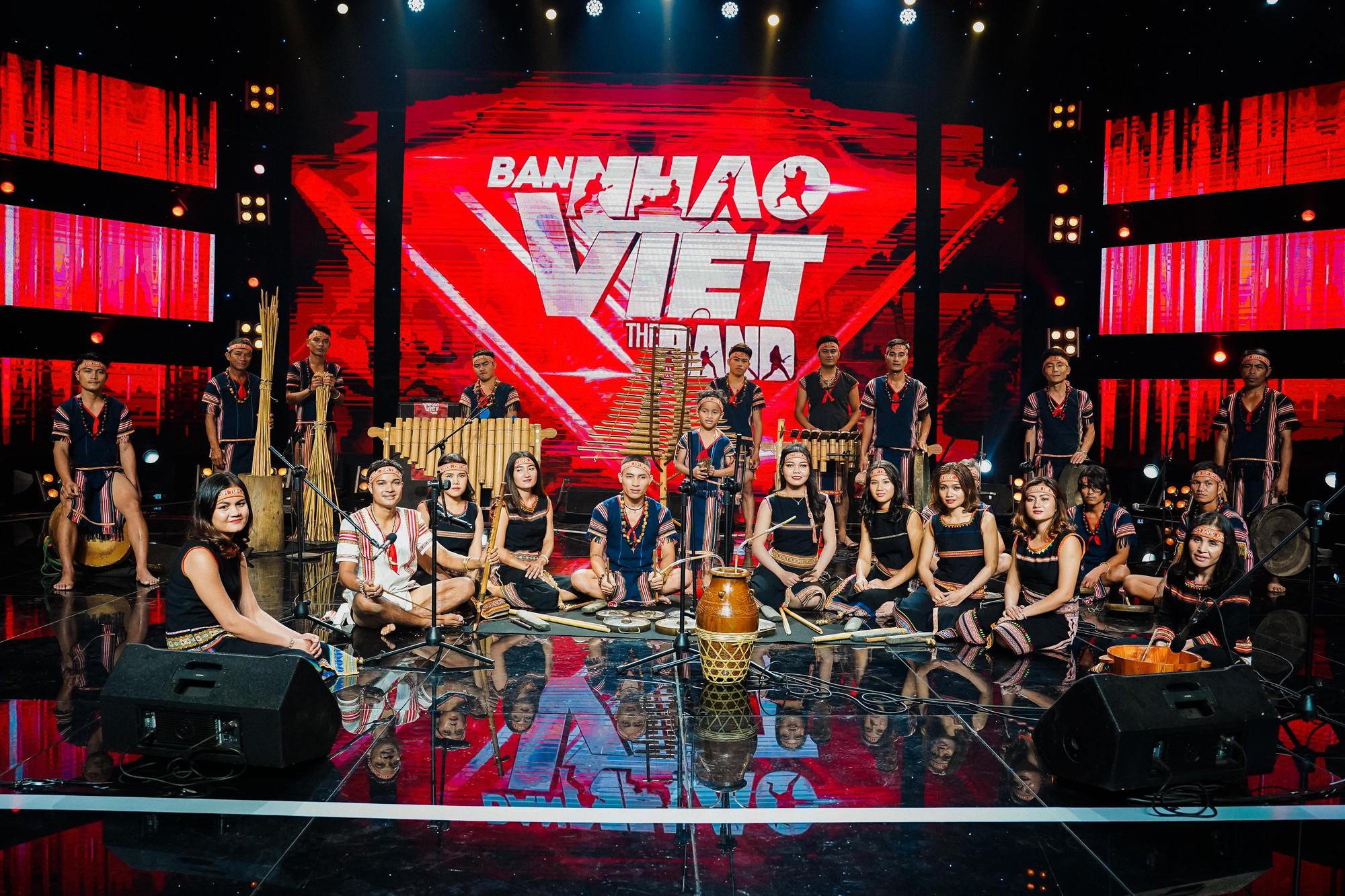 Ban nhạc Việt: Màn trộn lẫn hit Lam Trường, Mỹ Tâm, Phương Vy khiến các giám khảo bàn tán sôi nổi - Ảnh 6.