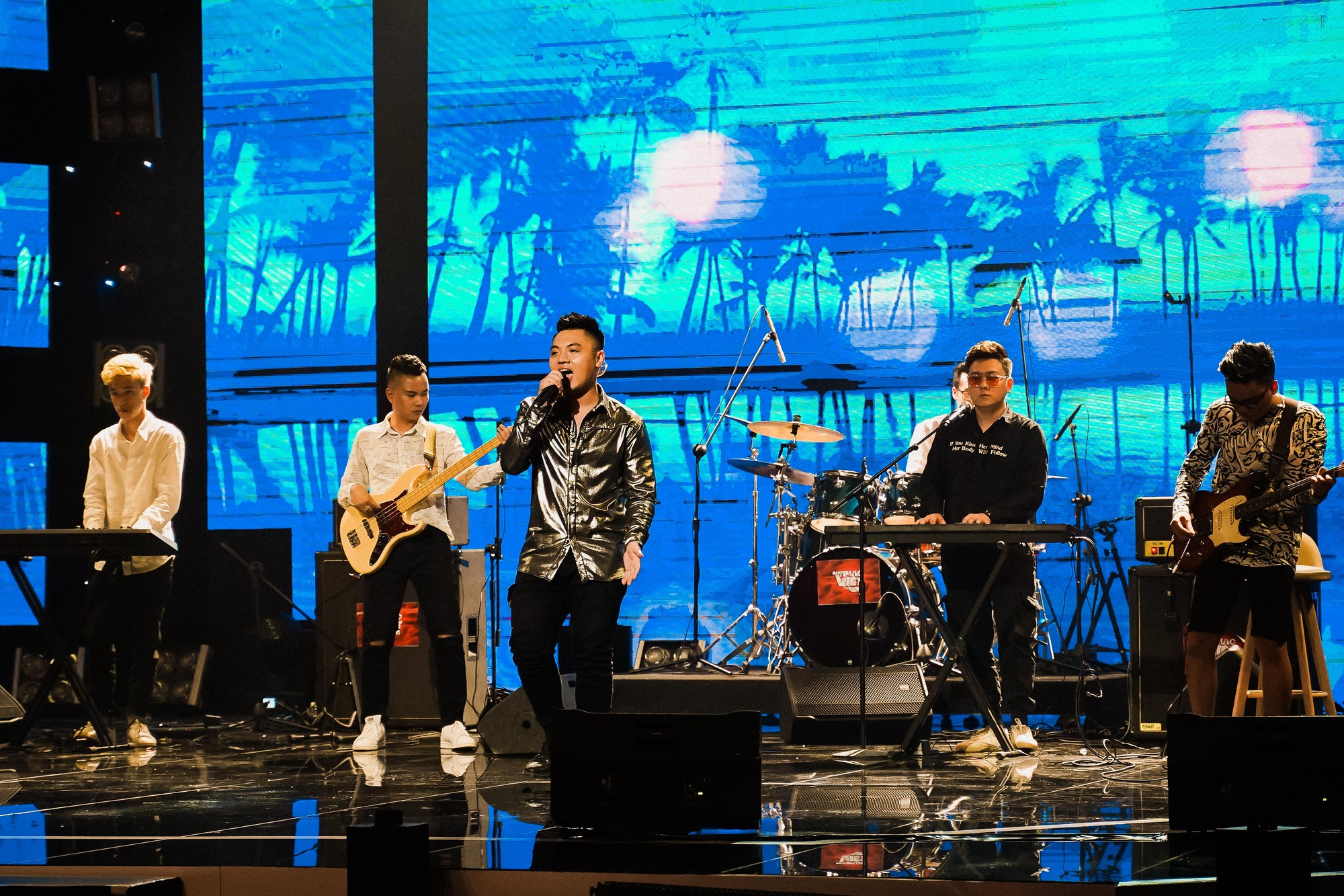 Ban nhạc Việt: Màn trộn lẫn hit Lam Trường, Mỹ Tâm, Phương Vy khiến các giám khảo bàn tán sôi nổi - Ảnh 8.
