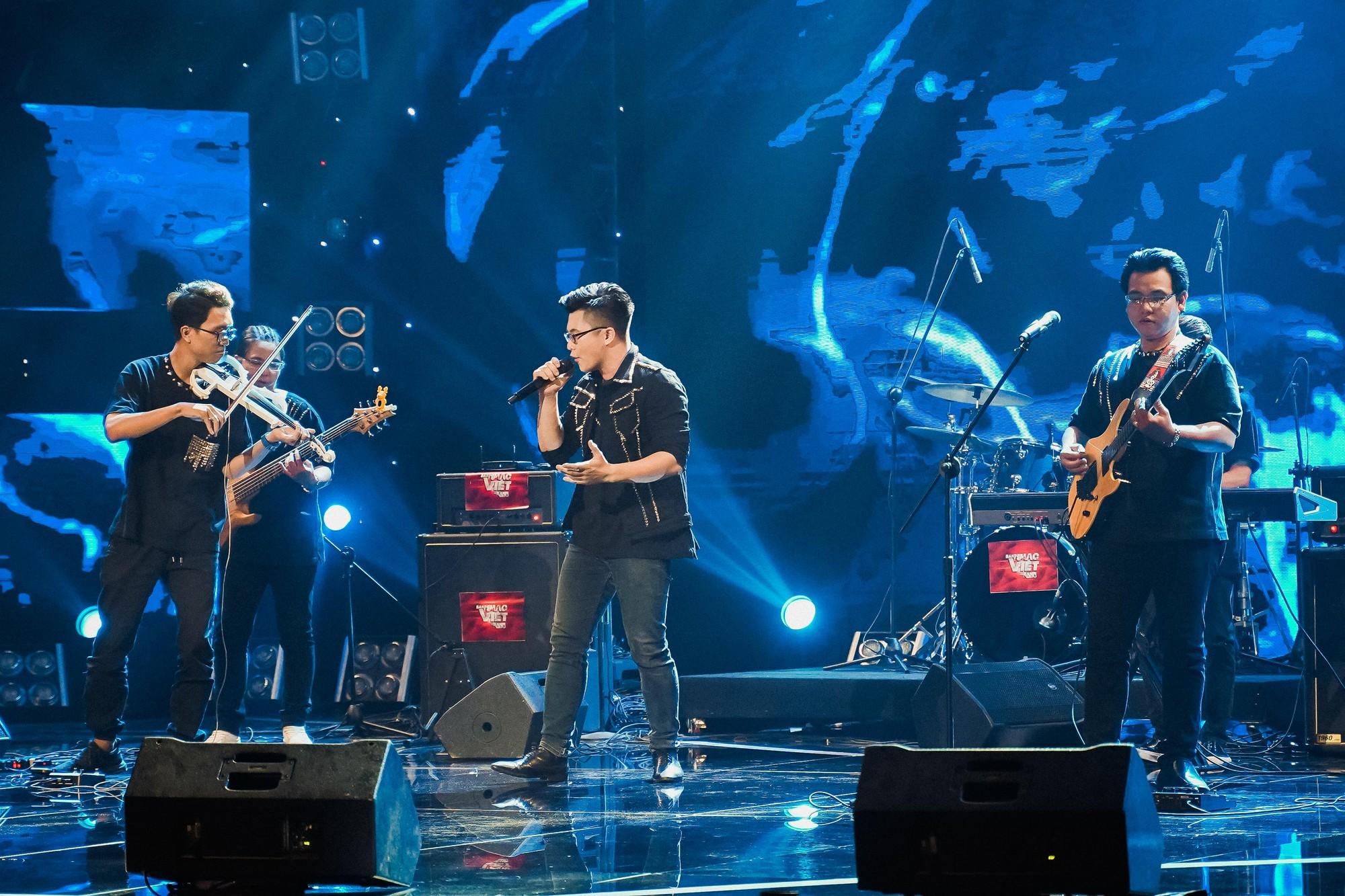 Ban nhạc Việt: Màn trộn lẫn hit Lam Trường, Mỹ Tâm, Phương Vy khiến các giám khảo bàn tán sôi nổi - Ảnh 14.