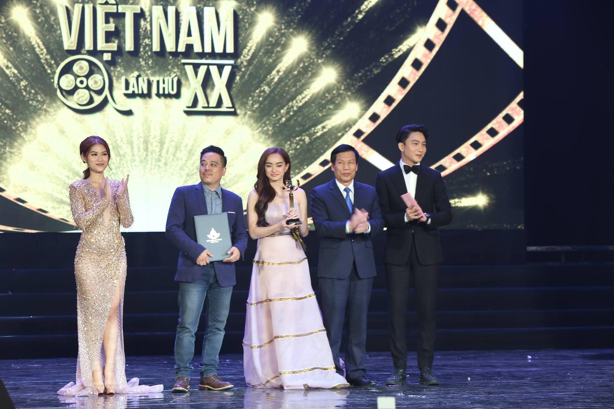 Ngoài Hai Phượng, những phim Việt nào đang ghi danh trong câu lạc bộ trăm tỷ doanh thu? - Ảnh 9.