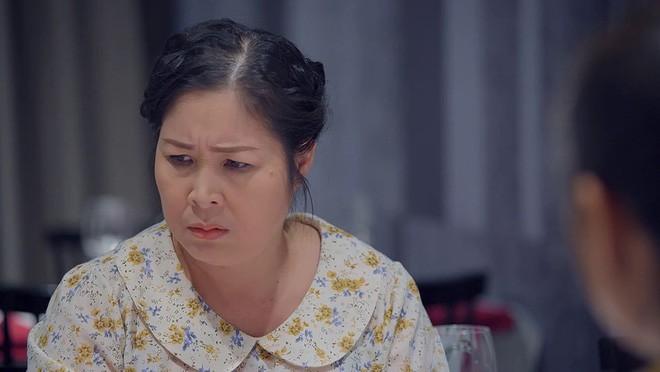 Bó tay bái phục với 4 cao chiêu của các bà mẹ tánh kỳ trên màn ảnh Việt - Ảnh 13.
