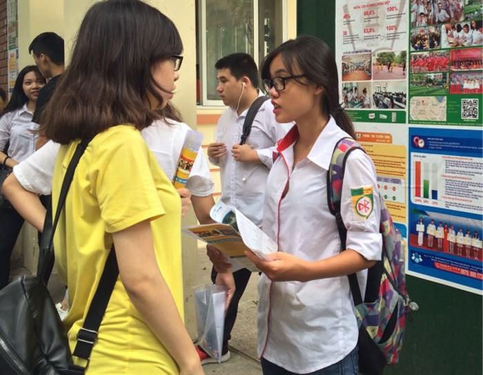 Tuyển sinh lớp 10 Hà Nội: Học sinh sẽ có 3 ngày để xác nhận nhập học - Ảnh 1.