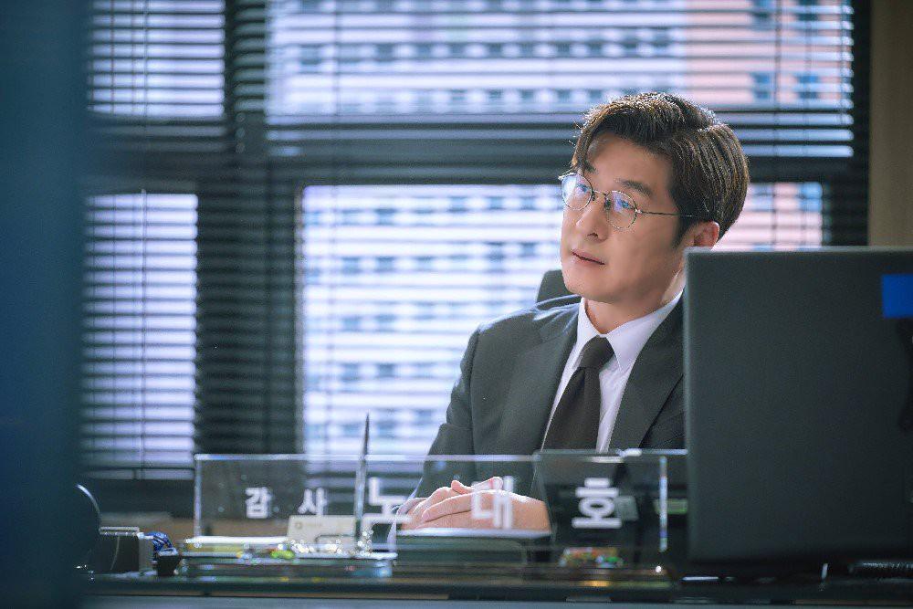 Kim Sang Joong trong các vai diễn cũng thường là hình ảnh nghiêm nghị đấu tranh cho lẽ phải - Ảnh 8.