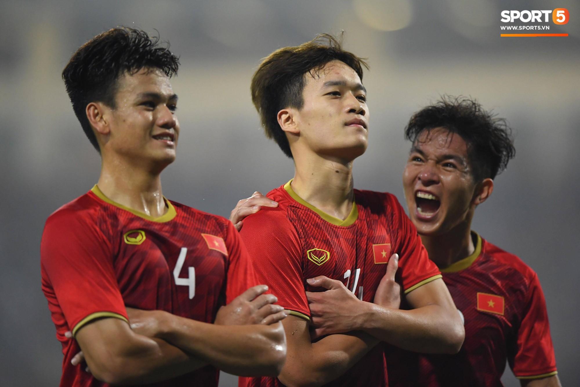 Những hình ảnh đẹp của chiến thắng lịch sử trước U23 Thái Lan
