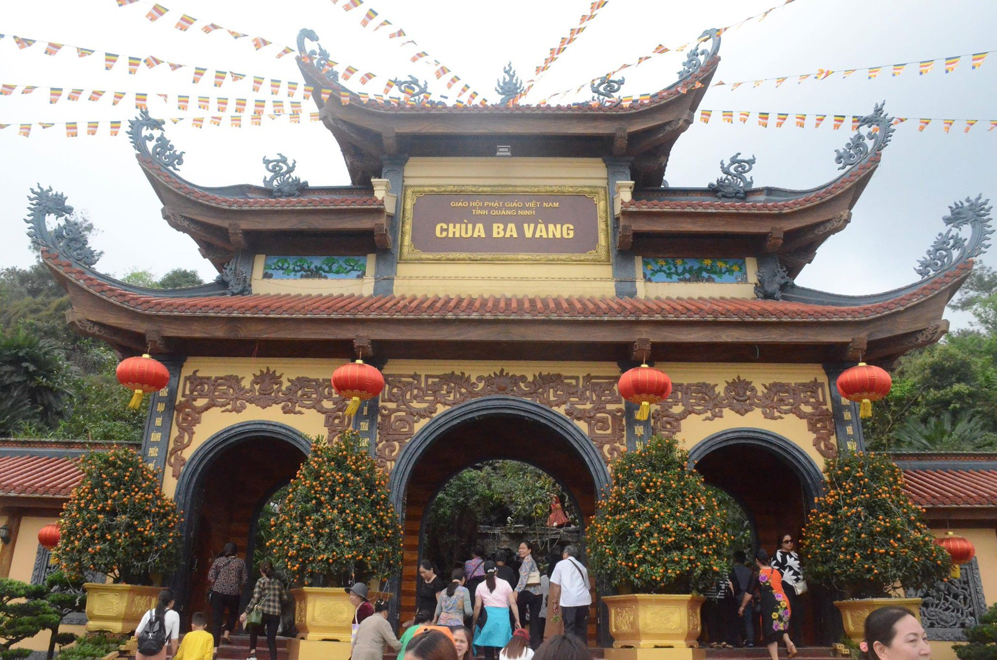 Phạt bà Phạm Thị Yến 5 triệu đồng, yêu cầu chùa Ba Vàng dừng ngay hoạt động thỉnh oan gia trái chủ - Ảnh 2.