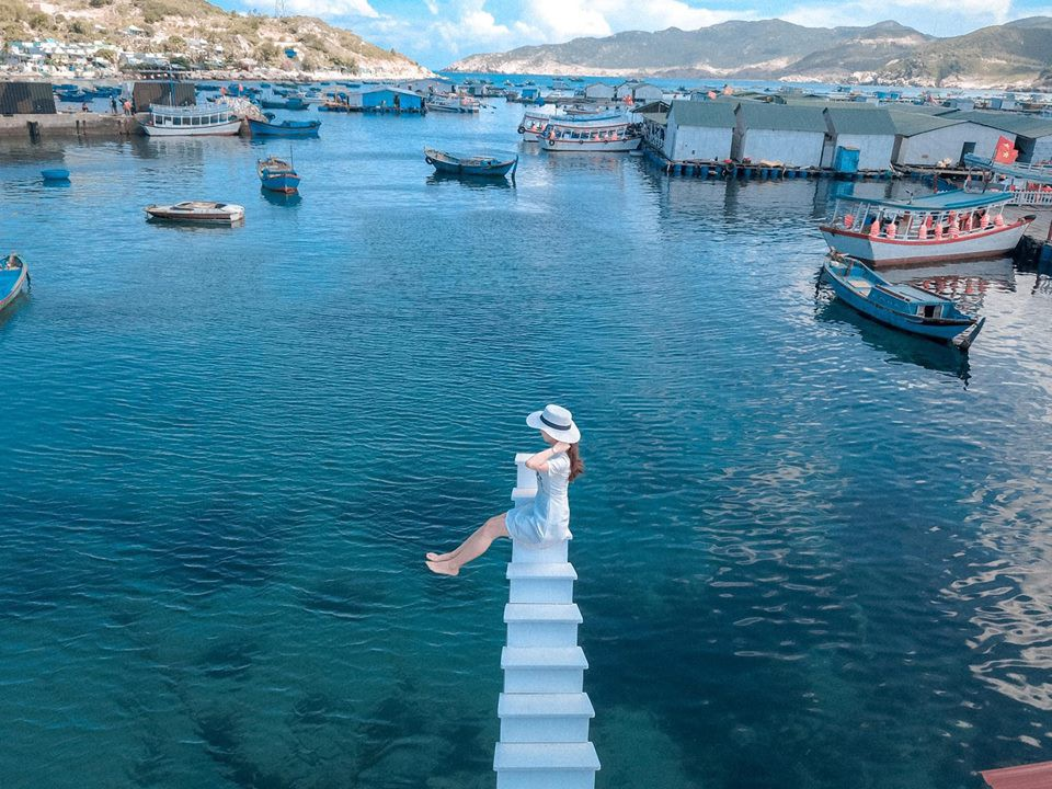 """Phát hiện """"cầu thang vô cực"""" phiên bản trên biển, hứa hẹn là điểm check-in siêu hot trong mùa hè này - Ảnh 3."""