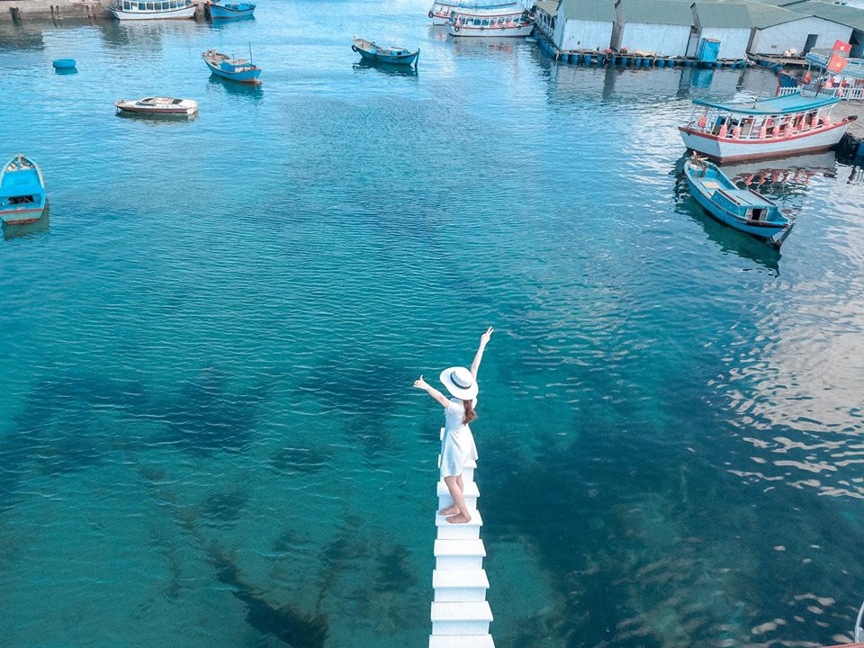 """Phát hiện """"cầu thang vô cực"""" phiên bản trên biển, hứa hẹn là điểm check-in siêu hot trong mùa hè này - Ảnh 2."""