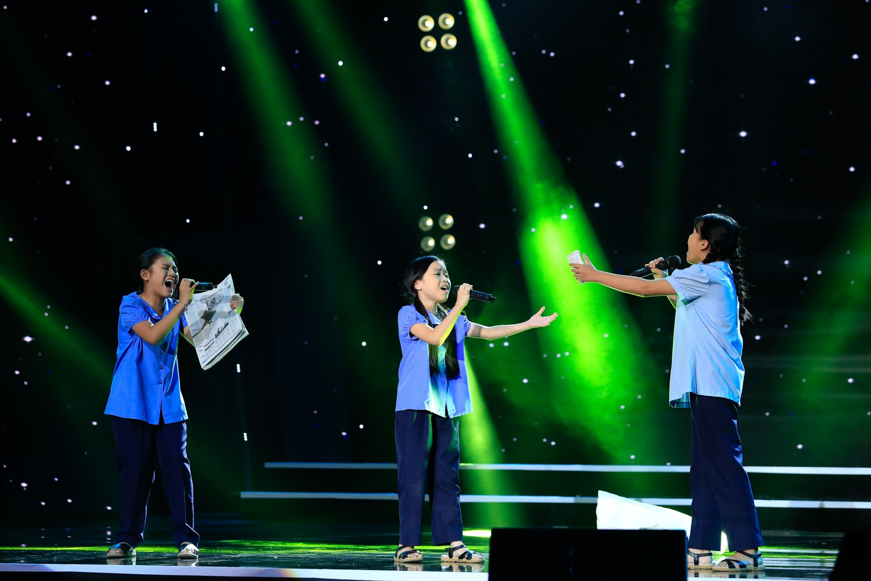 Hồ Việt Trung nghẹn ngào khi bị gọi là ca sĩ hội chợ, không đủ tầm làm huấn luyện viên - Ảnh 3.