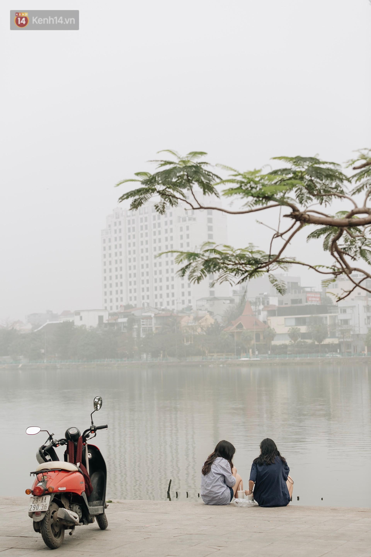 Hà Nội ngập trong sương bụi mù mịt bao phủ tầm nhìn: Tình trạng ô nhiễm không khí đáng báo động! - Ảnh 6.