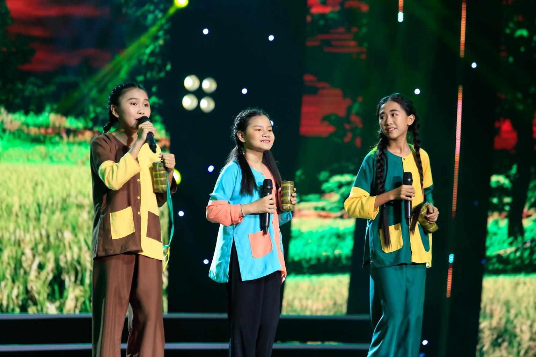 Hồ Việt Trung nghẹn ngào khi bị gọi là ca sĩ hội chợ, không đủ tầm làm huấn luyện viên - Ảnh 5.
