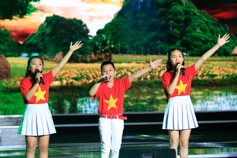 Hồ Việt Trung nghẹn ngào khi bị gọi là ca sĩ hội chợ, không đủ tầm làm huấn luyện viên - Ảnh 4.