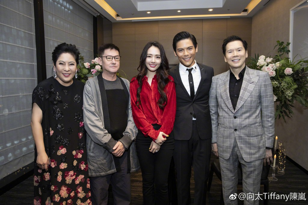Lộ ảnh màn cầu hôn, nhẫn kim cương khủng trị giá 14 tỷ của con trai trùm showbiz Hong Kong và tình cũ Seungri - Ảnh 10.