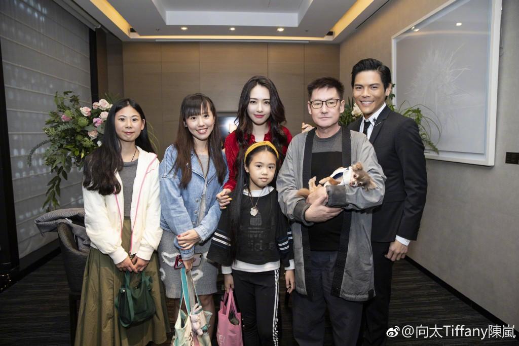 Lộ ảnh màn cầu hôn, nhẫn kim cương khủng trị giá 14 tỷ của con trai trùm showbiz Hong Kong và tình cũ Seungri - Ảnh 11.