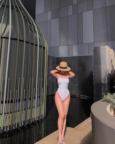 Phương Khánh diện áo tắm khoe thân hình chuẩn đồng hồ cát, catwalk tự tin sau nỗ lực giảm cân - Ảnh 3.