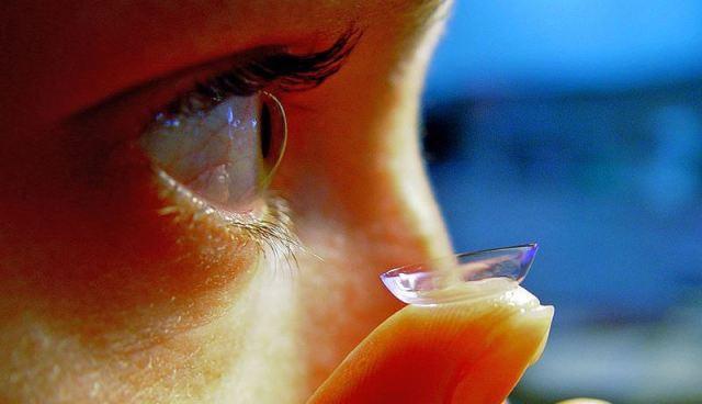 Ai cũng nói đeo kính áp tròng khi ngủ có hại, nhưng hại như thế nào bạn có biết không? - Ảnh 1.