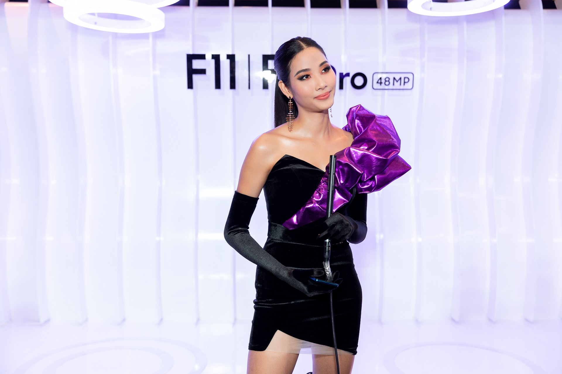 Hoa hậu Hương Giang hờ hững khoe vòng 1 gợi cảm, rapper Đen Vâu cực ngầu hội ngộ dàn sao Việt - Ảnh 8.