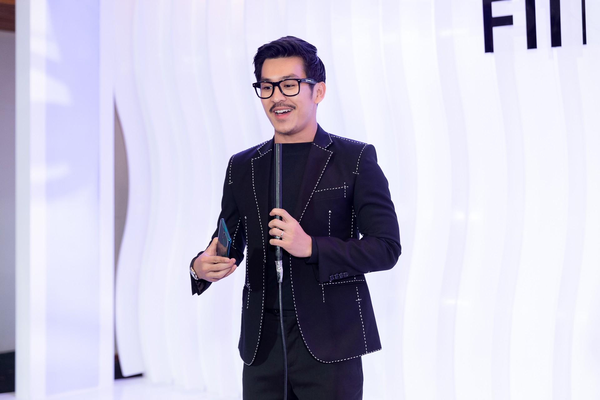 Hoa hậu Hương Giang hờ hững khoe vòng 1 gợi cảm, rapper Đen Vâu cực ngầu hội ngộ dàn sao Việt - Ảnh 12.