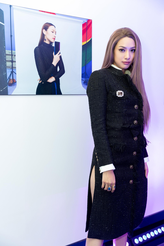 Hoa hậu Hương Giang hờ hững khoe vòng 1 gợi cảm, rapper Đen Vâu cực ngầu hội ngộ dàn sao Việt - Ảnh 9.