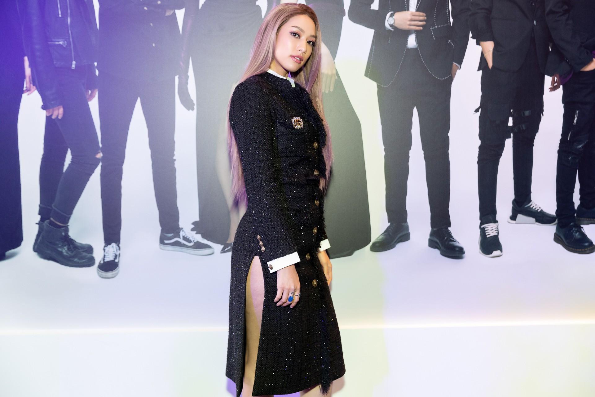 Hoa hậu Hương Giang hờ hững khoe vòng 1 gợi cảm, rapper Đen Vâu cực ngầu hội ngộ dàn sao Việt - Ảnh 10.