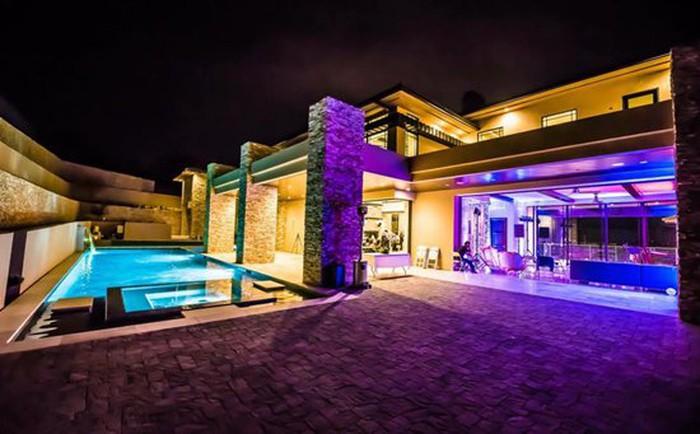 Những căn biệt thự triệu đô của sao Vbiz trên đất Mỹ: Bằng Kiều 2.000 m2 vẫn chưa khủng bằng nghệ sĩ này! - Ảnh 9.