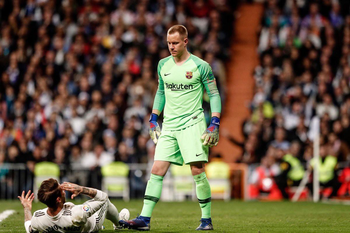 Đội trưởng Real Madrid ăn đòn sau khi liên tục chơi xấu với Messi - Ảnh 12.
